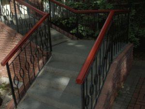 Лестница с безопасным покрытием фото