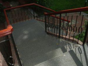Резиновое покрытие лестницы фото